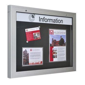 Beispielabbildung zeigt Schaukasten mit Türanschlag unten 180 Grad Öffnungswinkel. Der abgebildete Schriftzug ist gegen Aufpreis erhältlich
