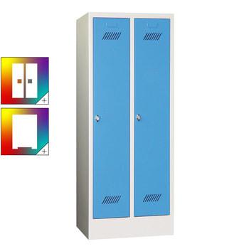 Beispielabbildung Garderobenschrank für Schulen, hier in der Ausführung mit Drehriegel und Sockel, Korpus in Lichtgrau (RAL 7035) und Front in Lichtblau (RAL 5012)
