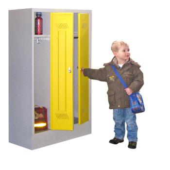Beispielabbildung Garderobenschrank für Kindergärten, hier in der Ausführung mit Drehriegel, Korpus in Lichtgrau (RAL 7035) und Front in Zinkgelb (RAL 1018)