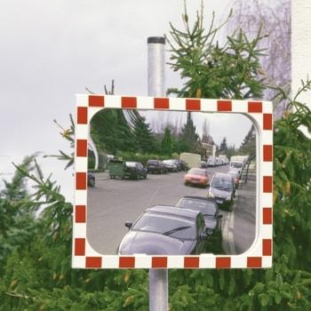 Abbildung zeigt Verkehrsspiegel in der Größe 600 x 800 mm. Der Rohrpfosten ist nicht im Lieferumfang enthalten